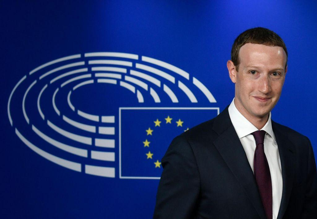 FOTO:Bruselj še ne more natakniti uzde Facebooku