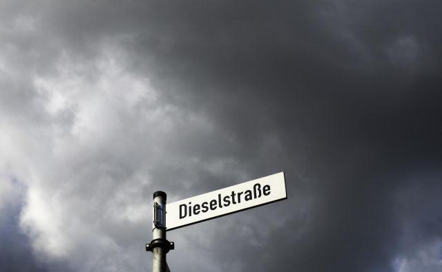 Prepoved je prišla po tem, ko je nemško najvišje upravno sodišče februarja odločilo, da mesta lahko prepovedujejo dizelske avtomobile za boj proti onesnaževanju zraka. FOTO: Markus Schreiber/AP