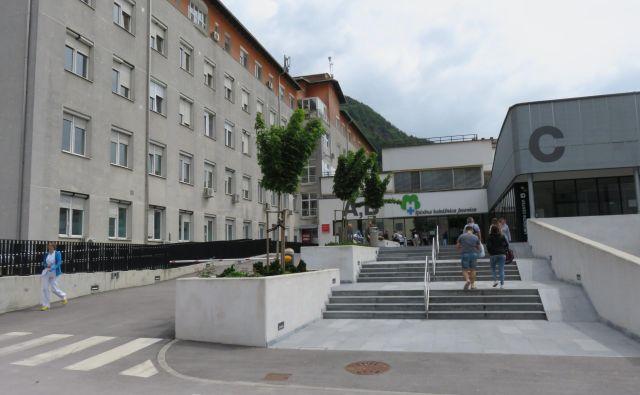 Splošna bolnišnica Jesenice. FOTO: Blaž Račič/Delo