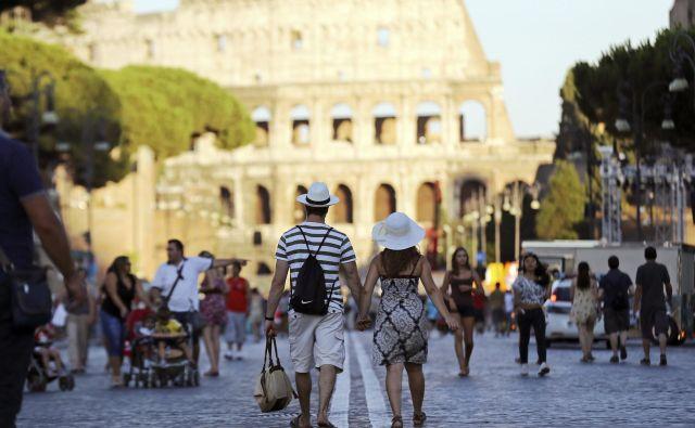 Rim je med trinajstimi evropskimi prestolnicami v raziskavi trajnosti prometa zasedel zadnje mesto. FOTO: REUTERS/Alessandro Bianchi