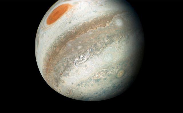 Barviti Jupiter ima v bližini svoje poti tudi sopotnika, ki potuje v obratno smer. Asteroidnega kamikaza so znanstveniki odkrili pred kratkim. FOTO: Nasa/Reuters