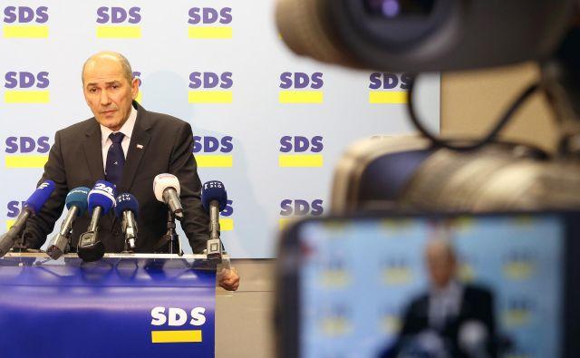 V SDS so zatrjevali, da je stranki z obsodilnimi sodbami, ki jih je ustavno sodišče razveljavilo, in zaporom predsednika SDS narejena velika politična in posledično premoženjska škoda. FOTO: Tomi Lombar/Delo