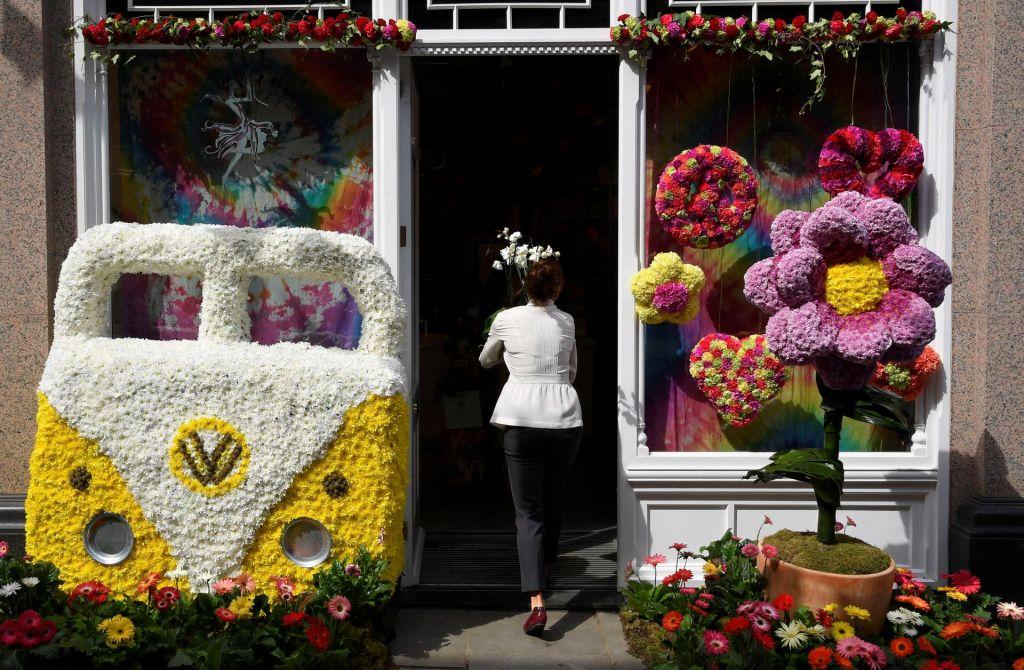 FOTO:Cvetlična modna revija v Chelseau