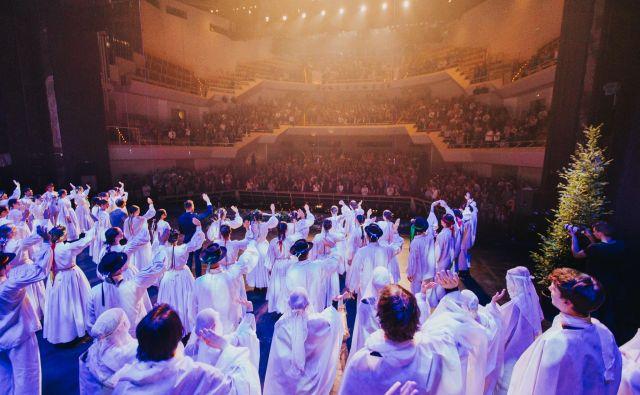 Slavnostna plesna predstava Nikrmana ob 70. obletnici delovanja Akademske folklorne skupine France Marolt