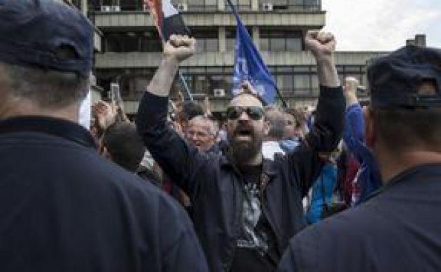 Podporniki četniškega gibanja slavijo rehabilitacijo generala Dragoljuba Mihailovića Draže. FOTO: Marko Djurica/Reuters