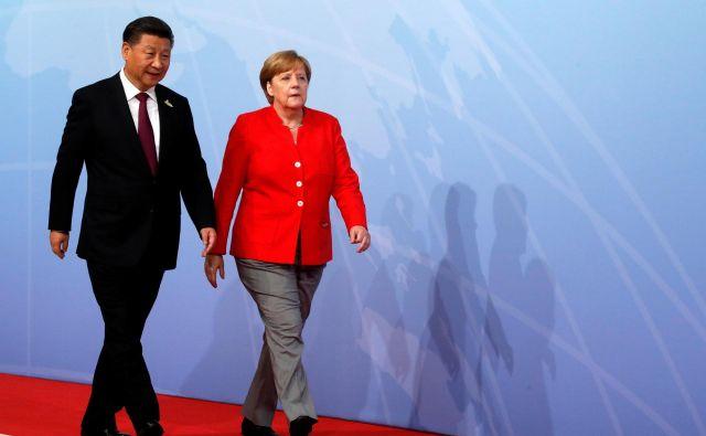 Xi Jinping in Angela Merkel. FOTO: Wolfgang Rattay/Reuters