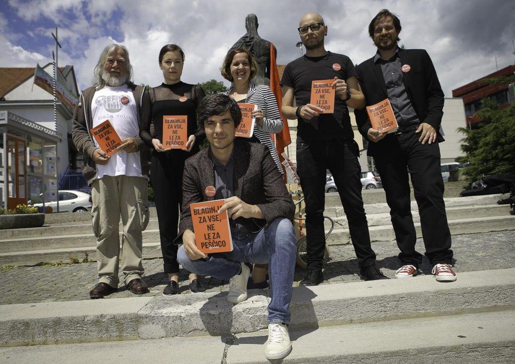 FOTO:Mladi aktivisti kukali v različne pore družbe