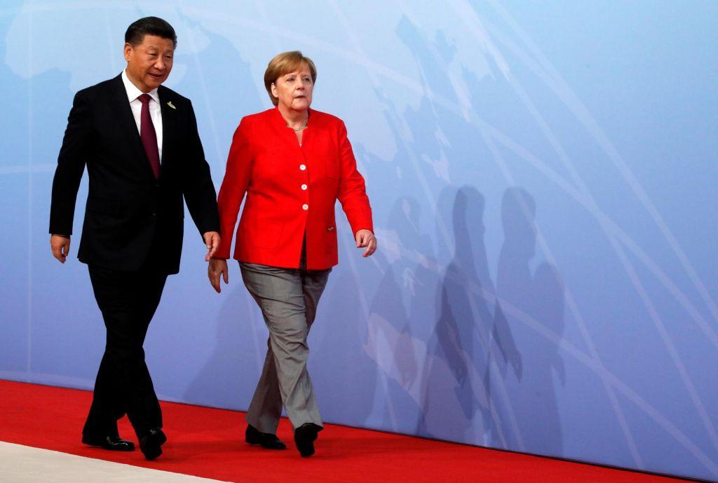 FOTO:Kitajsko-nemški ples dveh partnerjev, priklon, potem pa bo šel vsak po svoje
