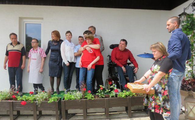 Varovanci CUDV Radovljica so zadovoljni v novem domu. Foto Blaž Račič