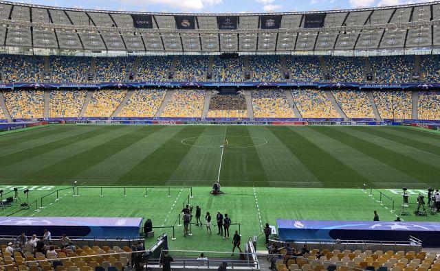 Pogled s predsedniške tribune na zelenico štadiona v Kijevu. FOTO: Aljaž Vrabec