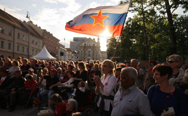"""Prireditev """"Nosil bom rdečo zvezdo"""" na Kongresnem trgu FOTO: Jože Suhadolnik/"""