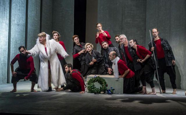 Prizor s predstave<em> Grobnica za Borisa Davidoviča</em>, ki bo na programu danes ob 19. uri. FOTO: Srđan Doroški