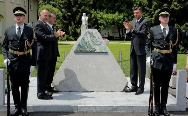 Odkritje spomenika slovenskemu narodu za upor proti agresorju 1990-1991. FOTO: Daniel Novakovič/STA