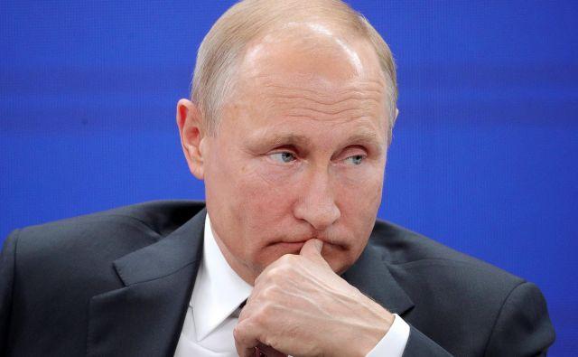 Če bo Putin ostal na oblasti do leta 2024, bo posredno ali neposredno na oblasti v Rusiji 24 let. S tem bo po Josifu Stalinu ruski voditelj z najdaljšim stažem.FOTO: Pool/Reuters