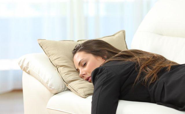 Raziskava je tudi ugotovila, da je povezava med vzorci spanja in stopnjo umrljivosti izginila pri starejših od 65 let. FOTO: Getty Images/iStockphoto