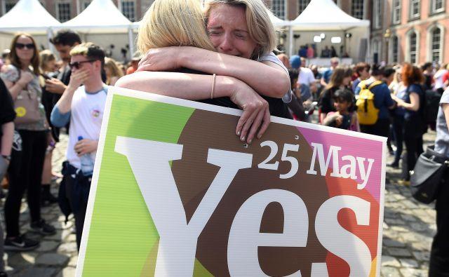 Irska, kjer se več kot 90 odstotkov prebivalstva opredeljuje za katoličane, ima enega najbolj omejujočih zakonov o abortusu na svetu. FOTO: Clodagh Kilcoyne/Reuters