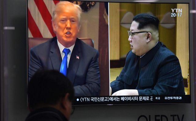 Po tem, ko je v četrtek Trump odpovedal srečanje, se voditelja spet zbližujeta. FOTO: Jung Yeon-je/Afp