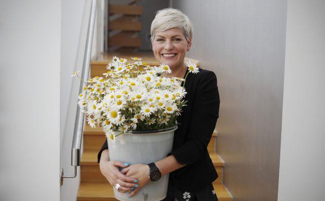 Vesna Pajić iz Hi�še eksperimentov ima polne roke cvetja in dela, ker se skupaj s partnerji pripravljajo na Noč ima svojo moč, v Hiši pa tudi na deseti Znanstival, ki se začne 1. junija.
