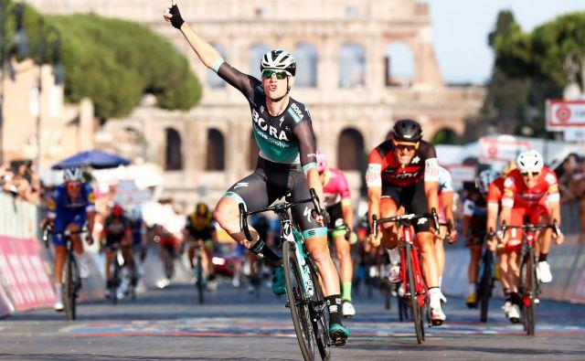 Sam Bennett je dosegel največjo zmago kariere pred rimskim Kolosejem. FOTO: Alessandro Garofalo/Reuters
