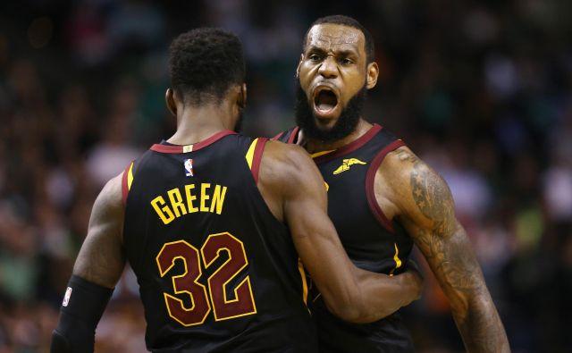 LeBron James je Cleveland lastnoročno popeljal v finale lige NBA, jih lahko pripelje tudi do naslova prvaka? FOTO: Maddie Meyer/Afp