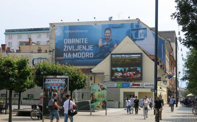 Z novim OPN MOL bo občina omejila velikanske jumbo in druge reklamne panoje velikih dimenzij, saj predstavljajo smetenje mesta. FOTO: Janez Petkovšek