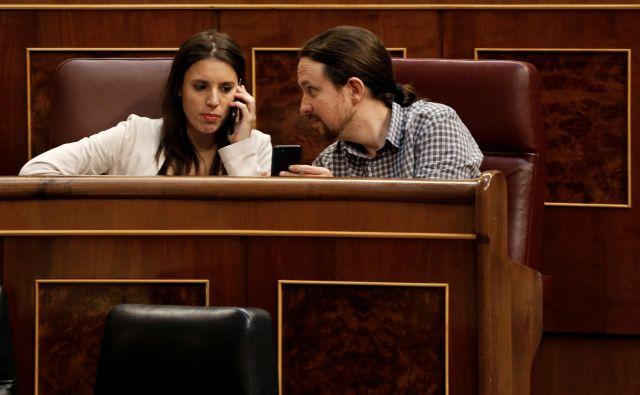 Irene Montero in Pablo Iglesias na zasedanju španskega parlamenta minuli teden. FOTO: Paul Hanna/Reuters