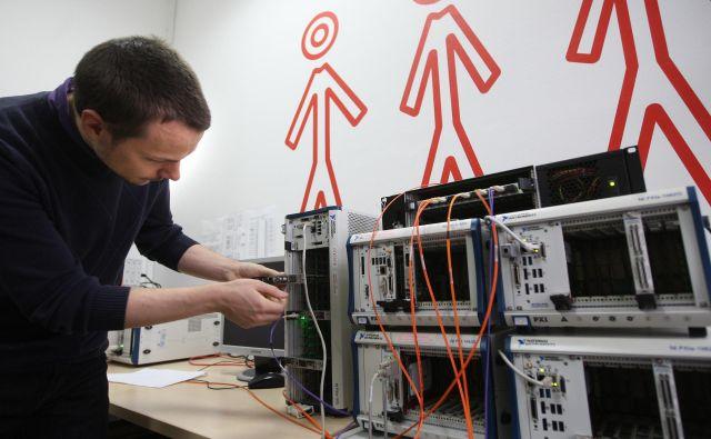 V Cosylabu ima vsak zaposleni svojega mentorja. FOTO: Igor Zaplatil
