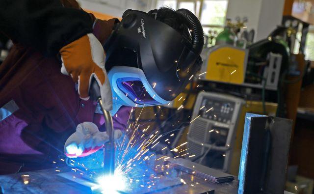Delodajalci so od januarja do aprila pri zavodu za zaposlovanje prijavili okoli 800 prostih delovnih mest za varilce.