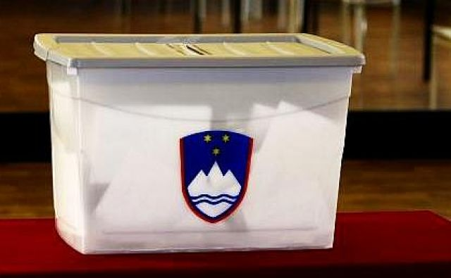 Izidi predčasnega glasovanja tokrat prvič ne bodo znani že takoj po zaprtju volišč v nedeljo ob 19. uri. FOTO: Blaž Samec/Delo