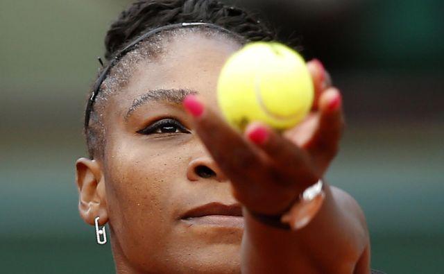 Serena Williams uvodoma ni oddala niza. Foto Michel Euler/AP