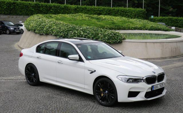 BMW M5 nadaljuje slavno pot predhodnikov, med katerimi je prvega in drugega poganjal vrstni šestvaljnik, četrtega desetvaljnik, vse druge, s trenutnim vred, pa osemvaljni stroj. FOTO: Bruno Kuzmin