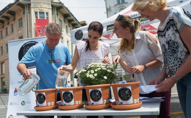 Sejanju ivanjščic se je pridružilo tudi več kot 300 posameznikov iz vse Slovenije. FOTO arhiv Hiše eksperimentov