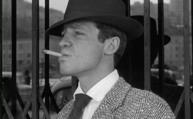 Jean-Paul Belmondo je v Godardovem filmu <em>Do zadnjega diha</em> redko brez cigarete. FOTO Promocijsko gradivo