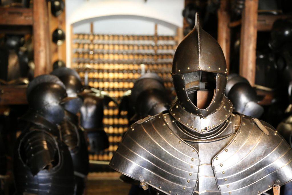 FOTO:Največje skladišče starega orožja