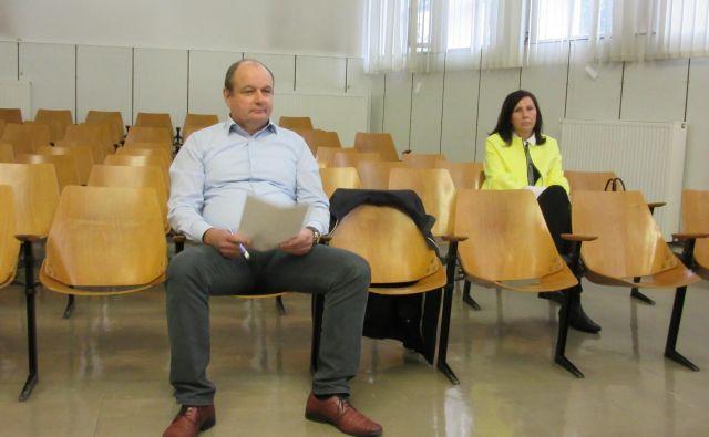 Obtožena Tomaž Ročnik in Dragica Veršič trdita, da sta Klasje reševala. FOTO Špela Kuralt/delo