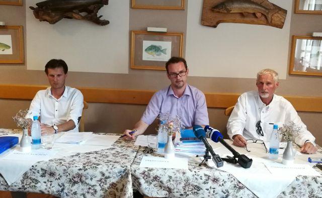 Direktor Gregor Kovačič, odvetnik Dejan Guček in lastnik Tomislav Kovačič. FOTO Simona Fajfar