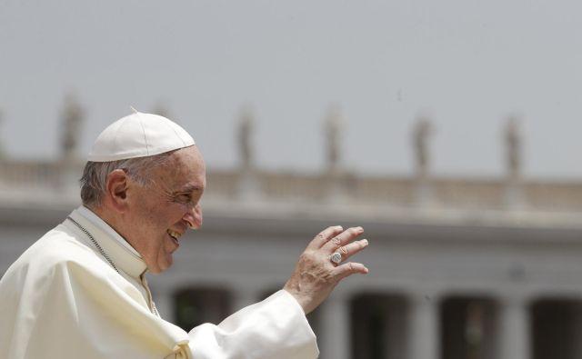 Papež Frančišek: Osramočen moram reči, da nismo poslušali in se nismo pravočasno odzvali. FOTO: AP