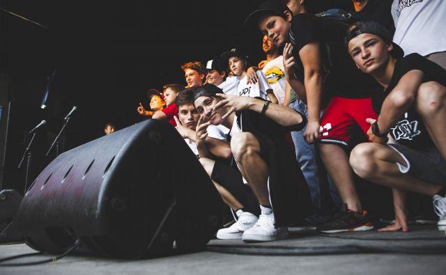 S sodelovanjem na delavnicah mladi v praksi spoznajo hip hop kulturo. Foto Maša Gojić