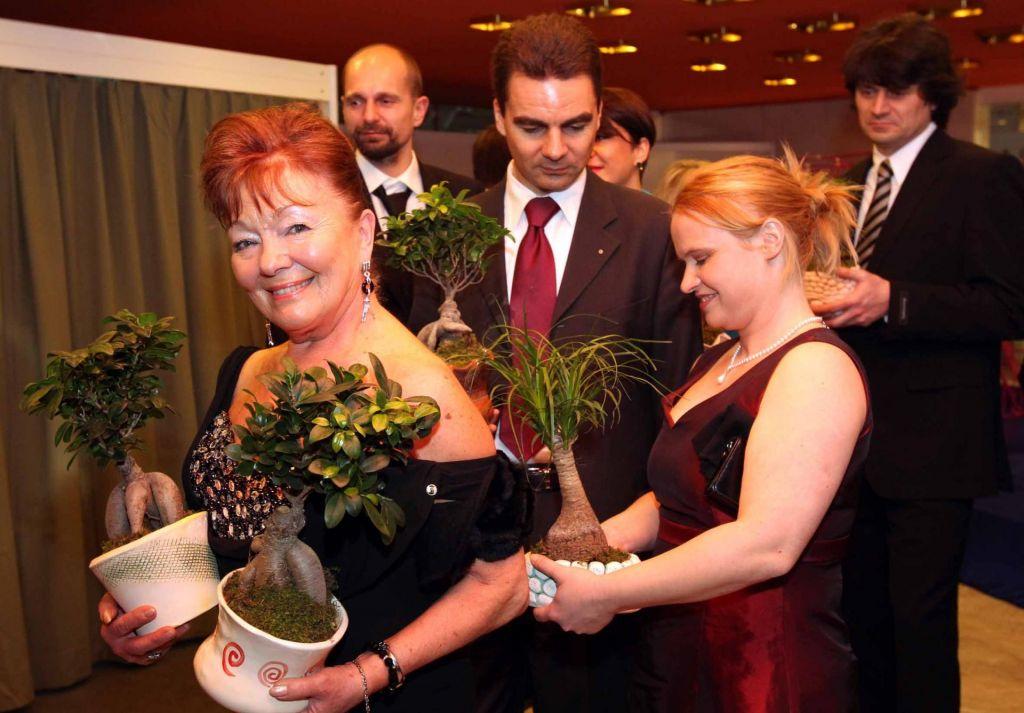 FOTO:Italijanska princesa stiska v kot slovensko odvetnico