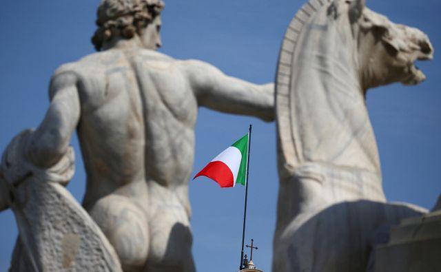 Ad hoc koalicija med ideološko raznovrstnimi strankami, s premierom, ki ga do pred kratkim nihče ni poznal, in programom, polnim neuresničljivih obljub: vse to za Italijo ni nič novega. FOTO: Tony Gentile/Reuters