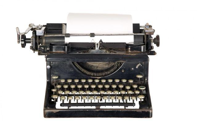 Pisalni stroji so imeli imena, ki so spominjala na pištole: Hammong, Crandall, Remington, kar ni naključje, saj je slednji nastajal v tovarni, v kateri so v začetku 19. stoletja izdeloval najboljše revolverje v Ameriki. FOTO: Shutterstock