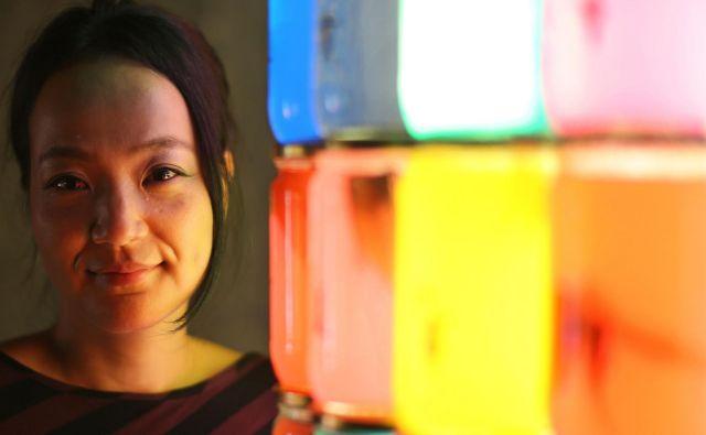 Japonska slikarka Keiko Miyazaki živi in ustvarja v Preboldu. FOTO: Tomi Lombar/Delo