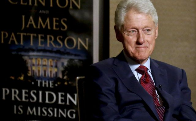 "In this Monday, May 21, 2018, photo, former President Bill Clinton listens during an interview about a novel he wrote with James Patterson, ""The President is Missing,"" in New York. (AP Photo/Bebeto Matthews) Foto Bebeto Matthews Ap"