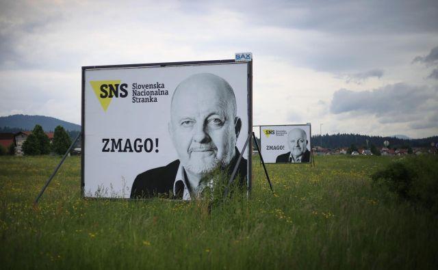 Volilni plakati SNS so bili letos dovolj prepričljivi za uvrstitev v parlament. FOTO: Leon Vidic/Delo