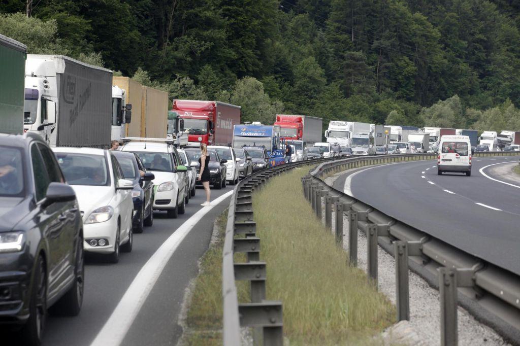 V torek nova dela na gorenjski in primorski avtocesti