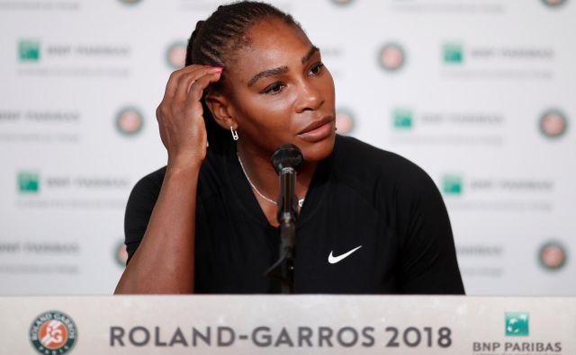 Serena Williams ni mogla skriti razočaranja, ko je na novinarski konferenci obelodanila, da zaradi poškodbe ne bo igrala dvoboja osmine finala. FOTO Reuters