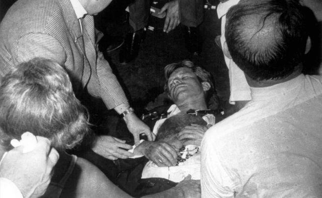 Robert F. Kennedy na tleh hotela Ambassador v Los Angelesu, kjer ga je ustrelil skrajnež Sirhan Sirhan. FOTO: Reuters