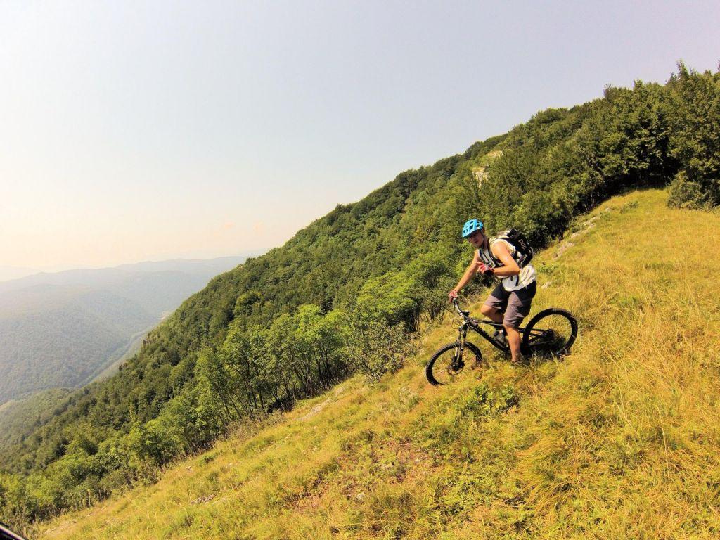 Poletov potep: S kolesom po poteh Auerspergovih gozdov Poljanske doline ob Kolpi