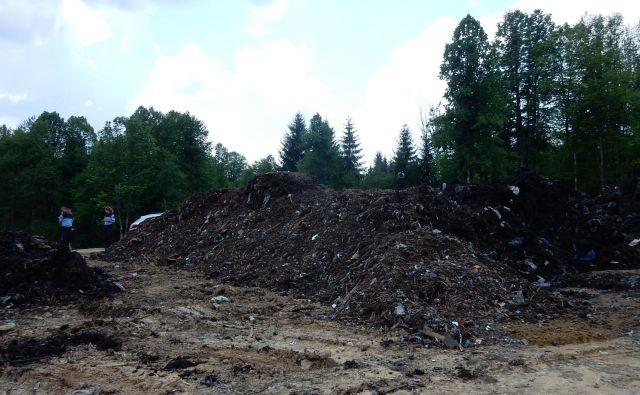 Na zahtevo inšpektorja teh smeti ni več. FOTO: E. N.