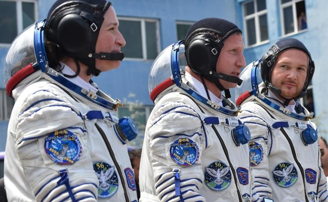 Astronavtka ameriške vesoljske agencije Serena Aunon-Chancellor, ruski kozmonavt Sergej Prokopjev in Nemec Alexander Gerst. FOTO: Vyacheslav Oseledko/AFP